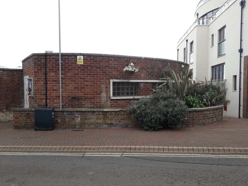 Photograph of public conveniences at The Parade/Bath Road, Cowes
